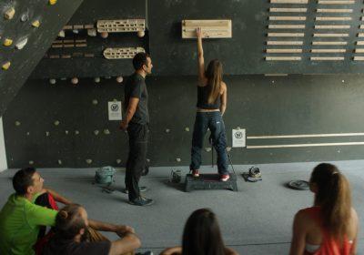 smart hang board climbing training